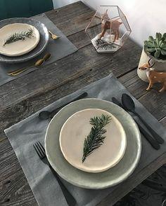 Takie tam wnętrzarskie moje dylematy 😜 zastawa oczywiście handmade by #dekornia #plate #ceramic #wood #table #christmasiscoming