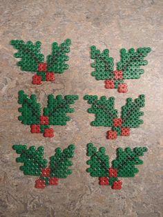 kristtjørn i hama perler Perler Bead Designs, Hama Beads Design, Diy Perler Beads, Pearler Bead Patterns, Perler Bead Art, Perler Patterns, Quilt Patterns, Christmas Perler Beads, Beaded Christmas Ornaments