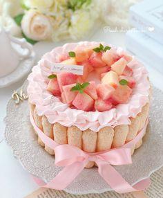 "moe🍎 on Instagram: ""𓍯 * * 🍑桃のシャルロットケーキ * * Happy Birthday to yoko.❤︎ * * 今日は お菓子作りに限らず なんでも器用に作れちゃう ようこちゃん♡ @lily_lily821 のお誕生日💐 * * #🎂HAPPYBIRTHDAYようこちゃん2020🎂…"" Fancy Desserts, Sweet Desserts, Delicious Desserts, Yummy Food, Cake Recipes, Dessert Recipes, Cute Baking, Kawaii Dessert, Cafe Food"