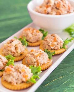 canapes de pate de atun casero Comida Baby Shower, Canapes Recipes, Meat Appetizers, Brunch Party, Food Platters, Recipe Images, Party Snacks, Food Plating, Fun Desserts