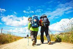 ¿Qué ropa debe llevar el peregrino en su mochila para hacer el Camino de Santiago? Descubre todo el equipaje para el peregrino aquí.