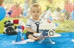 Curitiba, Kelli Homeniuk, Ensaio de bebê, 11 meses, 1 aninho, pré aniversário, bolo big Cupcake, Smash The Cake, Cake Smash, bolo, externo , menino, marinheiro, colorido,(41)9729-6585 ©Kelli Homeniuk - Fotografia Profissional