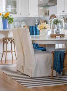 Summer home tour inspired by the sea and lush greenery of the Pacific Northwest. Coastal accents, fresh greenery and saturated blues welcome the summer season. Cozy Kitchen, Eat In Kitchen, Kitchen Ideas, Farmhouse Area Rugs, Cedar Hill Farmhouse, Parsons Chairs, Kitchen Colors, Summer Colors, Cottage Style