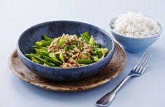 Thai salat med kylling og sukkerærter - nemlig.com