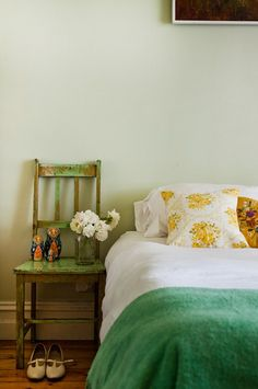 sage and yellow vintage bedroom ideas