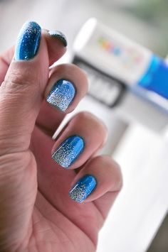 Royal Blue w/ White Accent Nail Art. Would be perfect for Winter time. Gorgeous Nails, Pretty Nails, Hair And Nails, My Nails, Nailart, Blue Nails, Gradient Nails, Fancy Nails, Sparkly Nails