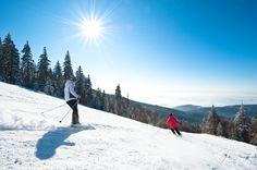 Beim #Skifahren und #Snowboarden im #Grantihügelland den #Weitblick genießen. Weitere Informationen zu #Skiurlaub im #Mühlviertel in #Österreich unter www.muehlviertel.at/skifahren - ©Oberösterreich Tourismus/Erber Outdoor, Snowboarding Holidays, Ski Resorts, Ski Trips, Ski, Tourism, Outdoors, Outdoor Games, The Great Outdoors