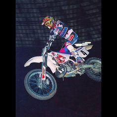 Damon Bradshaw on his way to a record nine Supercross wins in 1992. #Badshaw #TheBeastFromTheEast #Supercross #ThatBike #ThatGear #AXORuled #ILove90sMoto