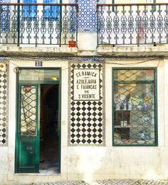 """The Alfama backstreets are unreal! // #lisbon #portugal"""