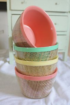 Excellent condition set of Vintage Melmac Insulated Bowls in pastel colors with raffia.    These are in Excellent, excellent shape - very