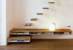 Minimalistische zwevende trap | Escalier flottant minimaliste.