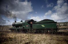 461 waits for the points change in the semi derlict west Yard, Mullingar, Co westmeath, Ireland. Old Steam Train, British Rail, Diesel Engine, Model Trains, Irish, Yard, Ireland, Patio, Irish Language