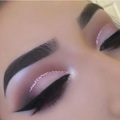 Soft pretty cut crease with Eye Kandy's Double Bubble www. - Soft pretty cut crease with Eye Kandy's Double Bubble www. Cut Crease Glitter, Eye Makeup Glitter, Purple Eye Makeup, Eye Makeup Tips, Smokey Eye Makeup, Makeup Goals, Glam Makeup, Makeup Inspo, Eyeshadow Makeup