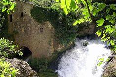Cirque de Navacelles van deze waterval zijn de manne in de vakantie van 2012 nog afgesprongen............ belle memorie