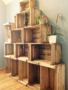 Étagères en cagettes en bois pour la salle de bain