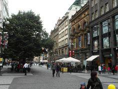Pedestrian street Na Prikope in Old Town of Prague ! http://www.bonvoyageurs.com/2015/06/17/prague/… #Prague @PragueEU @CzechTourism