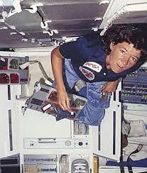 Sally Kristen Ride (n. Los Ángeles, 26 de mayo de 1951 - La Jolla, 23 de julio de 2012) fue una física estadounidense y una ex astronauta de la NASA que en 1983 se convirtió en la primera mujer de EE. UU. en alcanzar el espacio exterior. Llegó a ser también una jugadora profesional de tenis en su país.