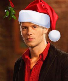 Here comes Santa Klaus. ♥