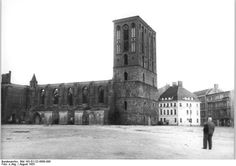This lateral image shows the Nikolaikirche ruins clear of debris and is dated August, 1955. The building had its roof and the tops of its towers destroyed as a result of Allied bombing. It was not until 1981 that the East German DR authorities authorised the rebuilding of the church. Notice at right the surviving Knoblauchhaus from 18th century (Poststraße 23), today is a museum devoted to the Biedermeier era (between 1815 and 1848) in Berlin. [Photo: Bundesarchiv Bild 183-G1122-0600-090.] .