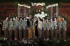 Pernikahan Jawa tema mistis memang jarang sekali ditemui! Oleh karena itu kamu harus membaca pernikahan yang diadakan di Sampoerna Strategic Square ini!
