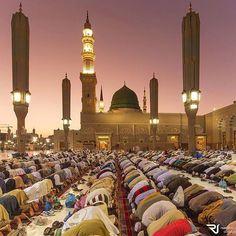 Ka'b bin 'Ujrah (May Allah be pleased with him) reported: The Messenger of Allah… Ramadan, Green Dome, Mekka, Islamic Images, Islamic Quotes, Purple Sky, Madina, Burj Khalifa, Cn Tower