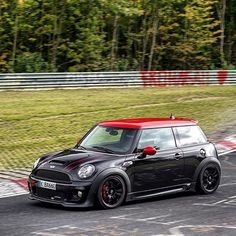 Boa noite #MINIFans! JCW R56 em Nürburgring!   via @thecarscientist #greenhell #nurburgring #nordschleife