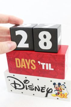 6 Disney DIY tutorials you need to see! These are so easy and fun! And perfect to take with you on a Disney vacation. Countdown blocks, apparel, a photo book or autograph book and more fun Disney ideas. Disney Crafts For Adults, Disney Diy Crafts, Crafts For Teens To Make, Easy Diy Crafts, Crafts To Sell, Diy Disney Gifts, Diy Disney Decorations, Sell Diy, Kids Diy