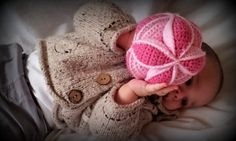 Amish Puzzle Ball and other crocheted toys for babies - all free patterns! On mooglyblog.com