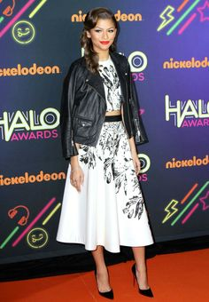 Zendaya Coleman: Music artist Zendaya Coleman attended the event in a gorgeous outfit of a white skirt with a black abstract floral pr. Lace Skirt, Sequin Skirt, Zendaya Coleman, Black Abstract, White Skirts, New York City, Halo, Celebrity Style, Awards