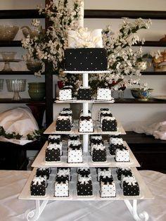 Mini Cake Cerca Con Google White Wedding Cupcakesblack