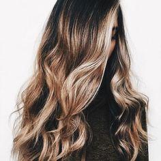 Dark undertones with dirty blonde balayage curly hair Good Hair Day, Great Hair, Messy Hairstyles, Pretty Hairstyles, Hairstyle Ideas, Boliage Hair, Cut Her Hair, Gorgeous Hair, Hair Dos