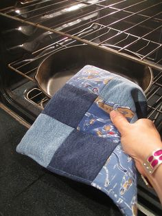 Denim recycling by sassycrafter, via Flickr  POTHOLDER!!!!  No instructions...just inspiration!!!