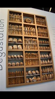 Mooi wandmeubel voor presentatie brood
