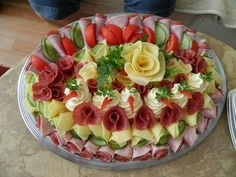 64 New Ideas For Cheese Platter Presentation Display Party Trays Meat Trays, Meat Platter, Food Platters, Cheese Platters, Party Trays, Party Snacks, Salad Presentation, Meat Fruit, Fruit Salad