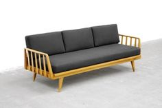 WALTER KNOLL | Sofa | Daybed, 1350, newly upholstered