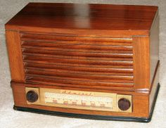 Vintage Admiral Wood AM Table Radio, Model 6T04-5B1, 5 Vacuum Tubes, Circa 1946.