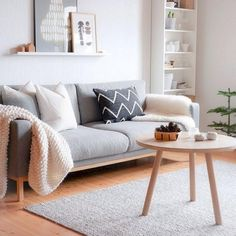 Best and Amazing Small Living Room Design Ideas Beste und Amazing Kleine Wohnzimmer Design Ideen # - Add Modern To Your Life Small Living Room Design, Simple Living Room, Home Living Room, Apartment Living, Living Room Furniture, Living Room Designs, Living Room Decor, Apartment Ideas, Small Couches Living Room