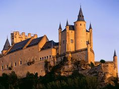 World Architecture Images- madrid The Alcazar (Segovia Spain) Beautiful Castles, Beautiful Buildings, Beautiful Places, Walt Disney Orlando, Places To Travel, Places To See, Photo Chateau, Castle Pictures, Famous Castles