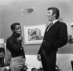 Sammy Davis Jr and Clint Eastwood in Las Vegas, 1959 Hollywood Icons, Hollywood Stars, Classic Hollywood, Old Hollywood, Hollywood Picture, Hollywood Life, Sammy Davis Jr, Clint Eastwood, Black White