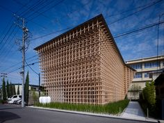 The GC Prostho Museum Research Center by architects Kengo Kuma & Associates, is based on the old Japanese toy Cidori, an assembly of wood sticks with joints having unique shape.