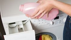 5 anledningar att göra eget sköljmedel | Allas.se Diy Cleaning Products, Cleaning Hacks, Bra Hacks, Home Hacks, Sustainable Living, Homemaking, Clean House, Body Care, Washing Machine