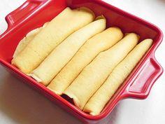 Clatite cu carne gratinate Hot Dog Buns, Hot Dogs, Waffles, Pancakes, Bacon, Bread, Food, Pancake, Waffle