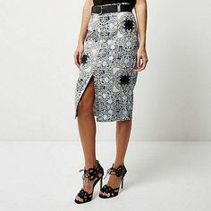From tube skirts to maxi skirts detailed with ruffles and frills and mini skirts re-worked in high shine vinyl, update your spring outfits with our skirts. Under Armour Sport, Under Armour Men, Running Wear, Tube Skirt, Printed Pencil Skirt, Look Cool, Pretty Outfits, Spring Outfits, Sportswear