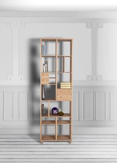 There is enough space for all the office things. Etagére Pirouette by Mr Marius / #rack #office #design www.mr-marius.com