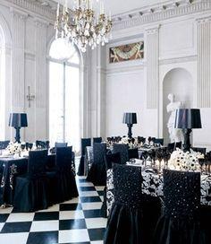 Espaço da recepção do casamento a preto e branco - decoração em preto e branco