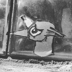 Sad birdfox wants to go home. (Berlin 2016) #berlin #streetart #berlincity #ig_berlin #igberlin #bird #birds #sad #traurig #vogel #birdsofinstagram #birdstagram #urbanart #fox #fuchs #streetartberlin