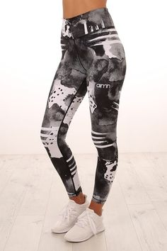 Bold Spirit Tights Black White
