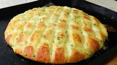 Hello everyone, today baking is very easy yet delicious garlic scallion mozzarella bread. Apologize for forgetting to mention the garlic in the video text. Mozzarella Bread Recipe, How To Make Bread, Food To Make, Bread Recipes, Baking Recipes, Homemade Garlic Butter, Garlic Bread, Onion Bread, Rosemary Bread