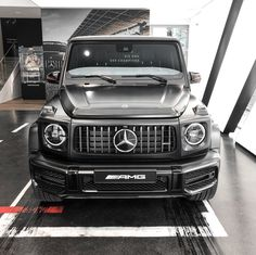With tell-tale features like the AMG-specific radiator grille, the Mercedes-AMG G 63 is an impressive figure in our Affalterbach showroom!…