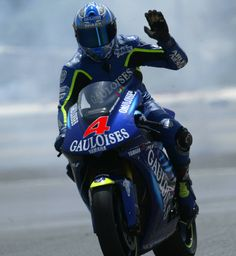 Barros waves to the fans after the Catalan GP.